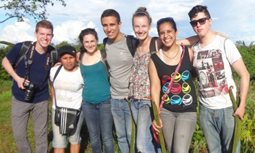 Group of 7 students in Peru