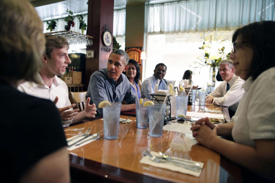 president obama eating lunch with students and families