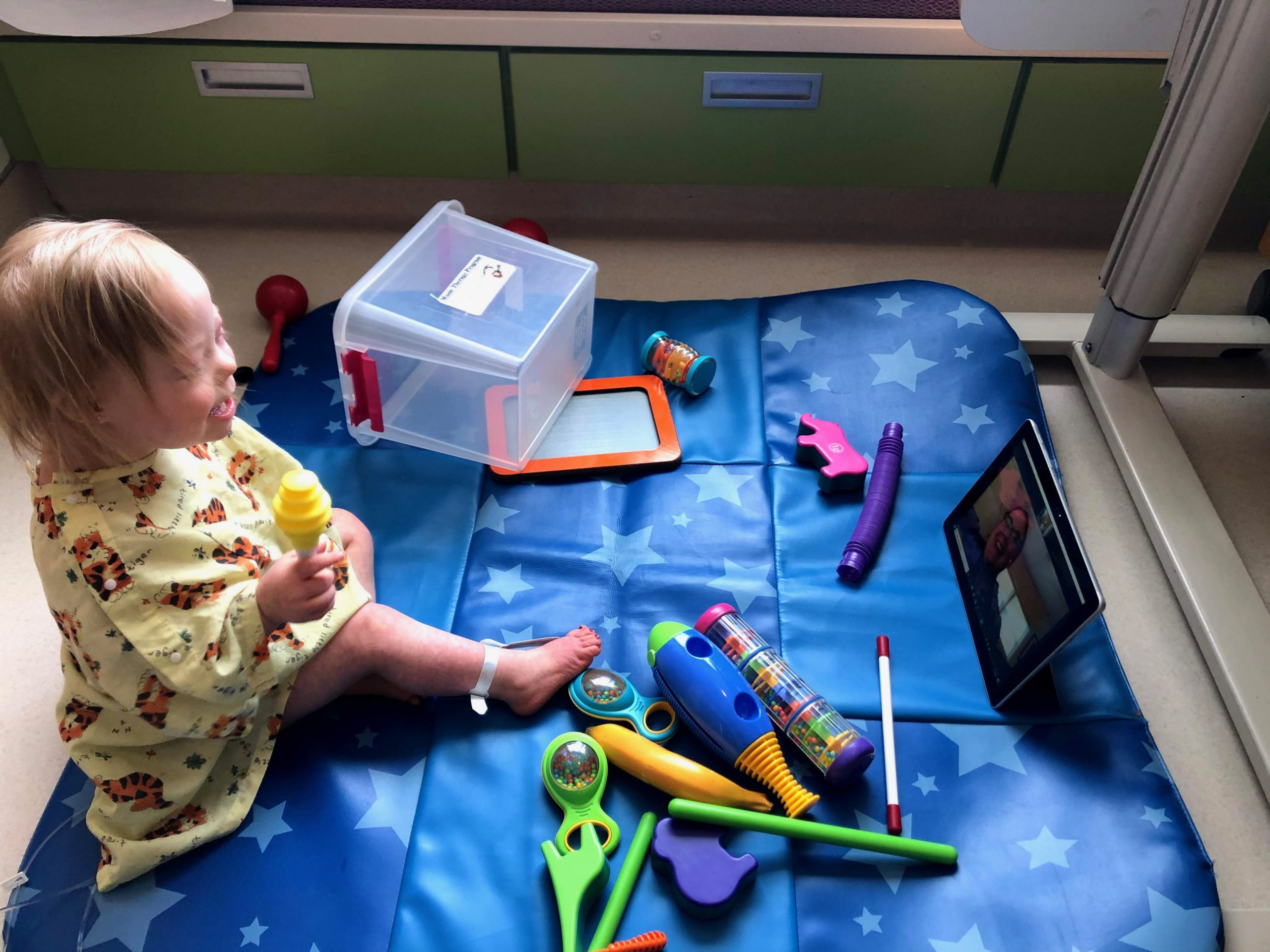 Jorie Pucillo participates in music therapy with Rosie Obi via Zoom during the early days of the COVID-19 pandemic.
