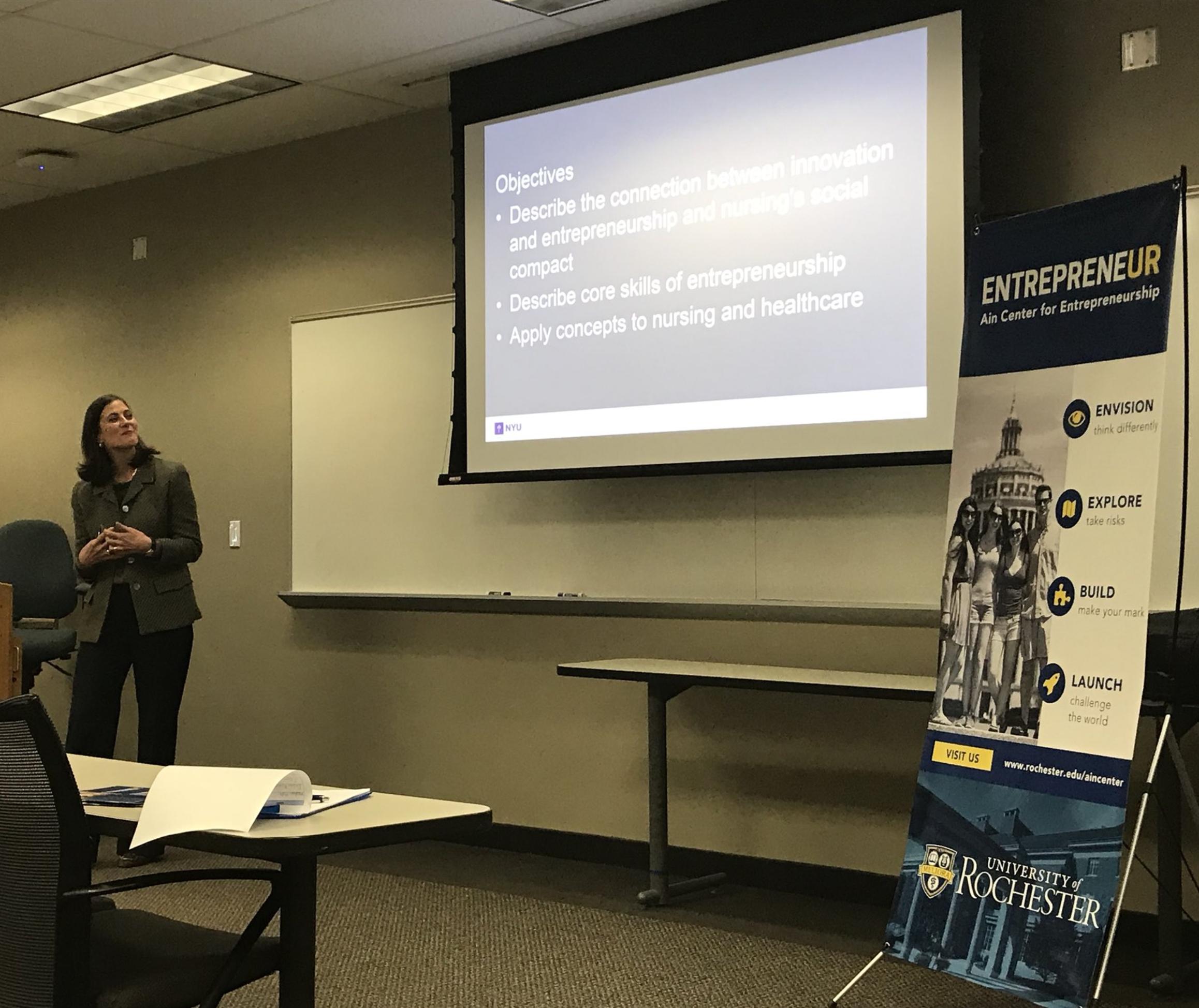 Tia Gilmartin presenting to entrepreneurial nurses