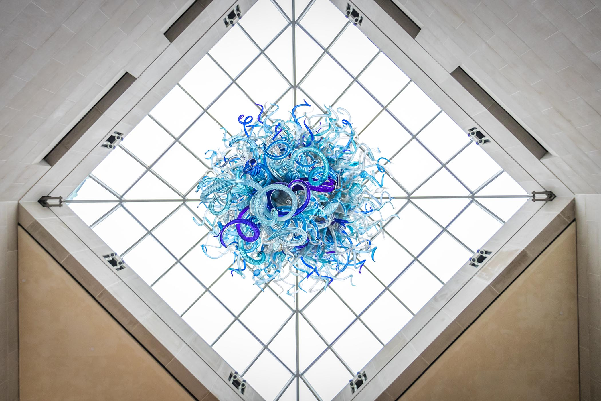 University of rochester looking up at a blue chihuly glass sculpture fandeluxe Gallery