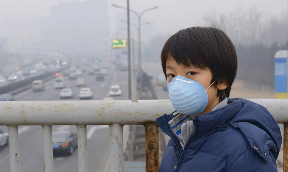 boy with mask, in smoggy city