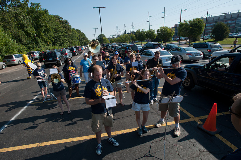 The UR Pep Band entertains carloads of freshmen as they line up in Park lot during move-in day at the University of Rochester on August 23, 2012.