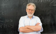 Lecture by world-renowned physicist brings quantum mechanics to the masses