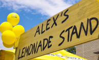 Scientists hand out lemonade to support national foundation