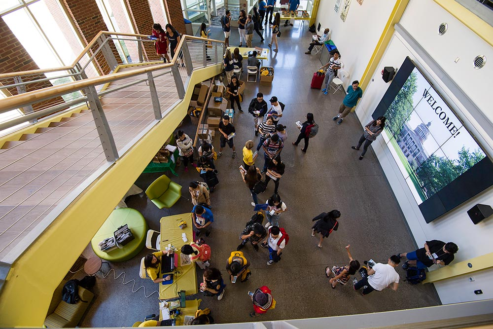 overhead view of large group of students in Rettner Hall, sign says WELCOME