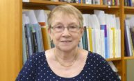 Sharon Briggs receives Messinger award for library service