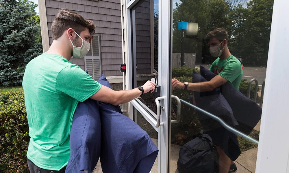 students arrive for COVID-19 quarantine